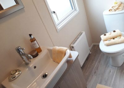 YHHP 2018 Regal Kensington Mk5 Bathroom