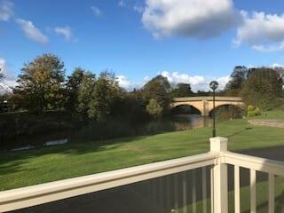 Regal Hensworth D22 View
