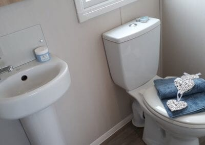 YHHP 2019 Willerby Manor Bathroom 2