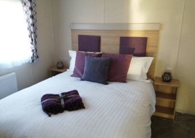 YHHP 2020 Willerby Linwood Double Bed 2