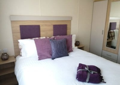 YHHP 2020 Willerby Linwood Double Bed