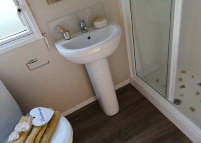 YHHP 2020 Willerby Linwood Shower Room