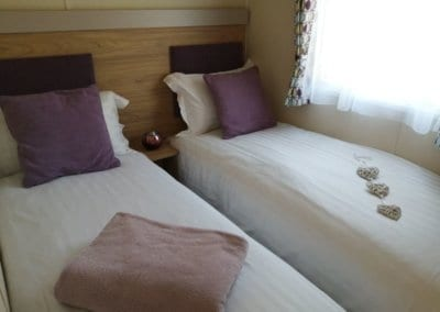 YHHP 2020 Willerby Linwood Twin Bed